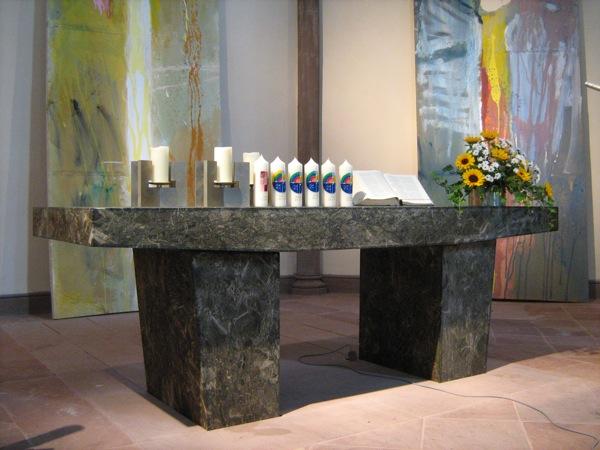 Taufkerzen in der Stadtkirche